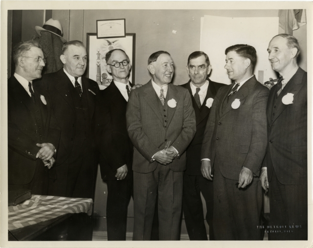 1938 -- 01-29 - PHOTO - Eddie Cicotte with Detroit old-timers at American Legion home - DPL-Harwell